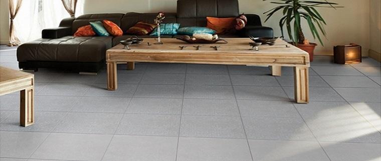 Серая плитка из керамогранита для гостиной