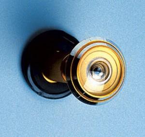 Стандартный дверной глазок в золотом цвете