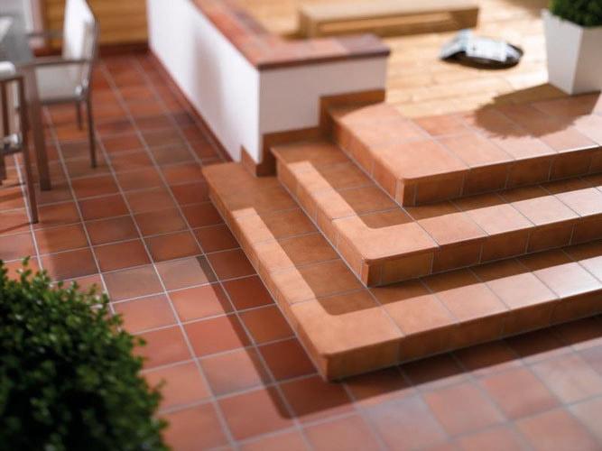 Ступени из керамогранита и клинкера для обустройства лестницы на улице