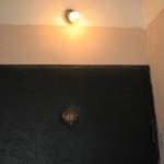 Точечная подсветка входной двери снаружи квартиры