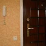 Трубка домофона установленная на выходе из квартиры