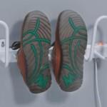 Удобная настенная сушилка для обуви в прихожей