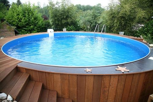 Установка красивого каркасного бассейна для загородного дома