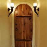 Яркое освещение входной двери