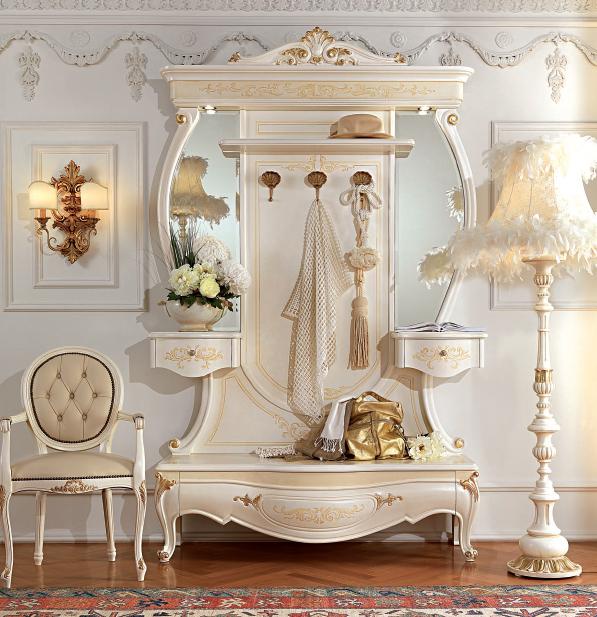 Белоснежный дизайн прихожей с мебелью в стиле барокко