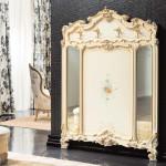 Изящный белый шкаф в стиле барокко с зеркалами для прихожей