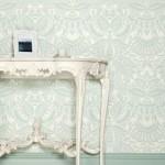 Изящные длинные ножки мебели в прихожей для стиля барокко