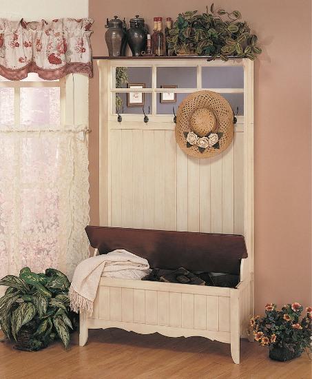 Белый шкаф из дерева для стиля кантри в прихожую