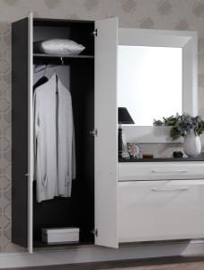 Белый шкаф с зеркалом для стилля хай-тек в прихожую