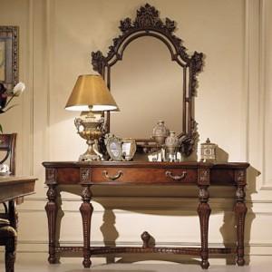 Темное трюмо в прихожейс элегантными деталями барокко стиля