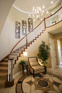 Модерн стиль для двухэтажного дома в прихожей
