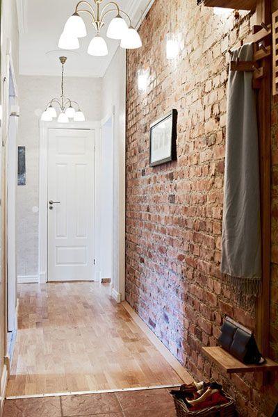 Оформление кладки стены в стиле лофт в прихожей