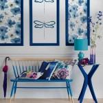 Оригинальный дизайн прихожей с синей отделкой и мебелью