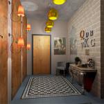 Яркое освещение прихожей для популярного стиля лофт