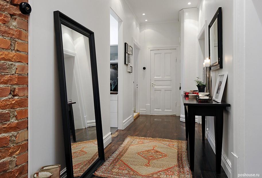 Черная мебель в прихожей на белом фоне как черта скандинавского стиля