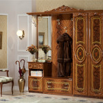 Раритетный шкаф с элегантным дизайном для стиля барокко установленный в прихожей
