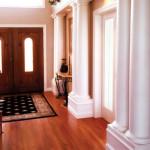 Красные полы для отделки прихожей в барокко интерьере