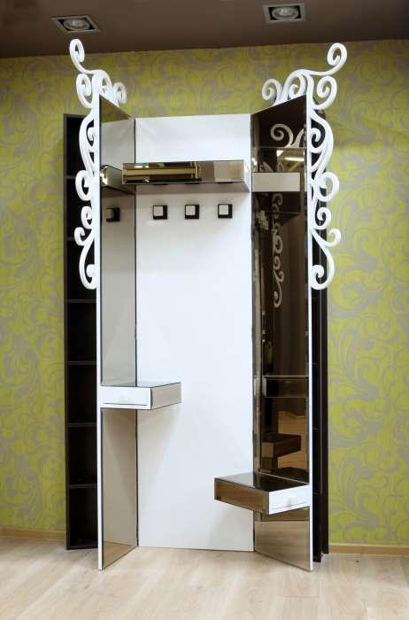 Удобный небольшой шкаф дизайна арт-деко для прихожей