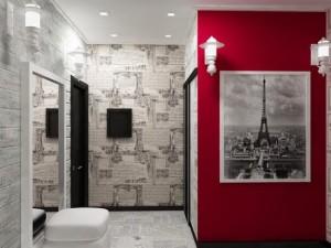 Угловая прихожая со светлой отделкой и красной стеной