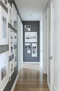 Классическое оформление прихожей в сером цвете с белыми рамками на стенах
