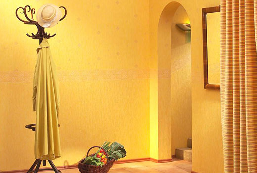 Теплая солнечная прихожая полностью в желтом цвете