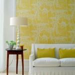 Желтый цвет в деорировании прихожей
