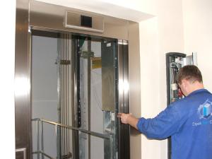 Что ремонтируют во время обслуживания лифта