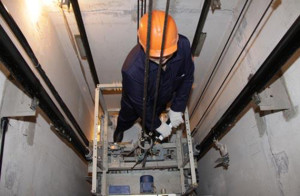 Как проводят полное обслуживание лифта