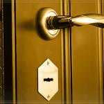 Как защитить дом установкой стальных дверей