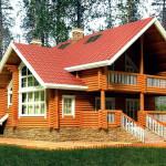 Красивый проект деревянного дома с балконом