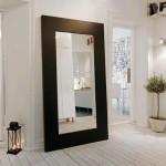Напольное зеркало в прихожей большого размера