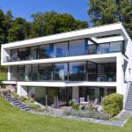 Панорамное остекление загородного дома и его преимущества