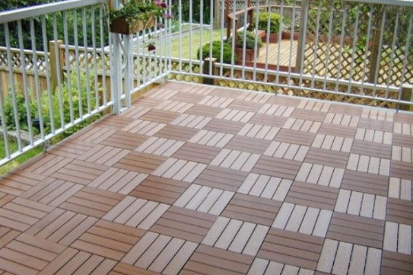 Садовая плитка из древесно-полимерного композита