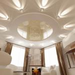 Стоит ли использовать натяжной потолок в маленькой комнате