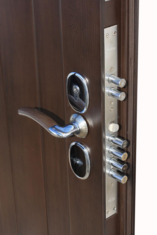 Установка входной двери из стали