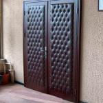 Входная дверь с отделкой винилискожей