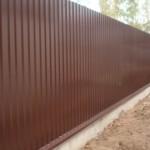 Забор профнастила из стенового листа