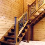 Деревянная шикарная лестница