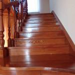 Дорогая деревянная лестница