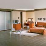 Использование ламината в большой спальне