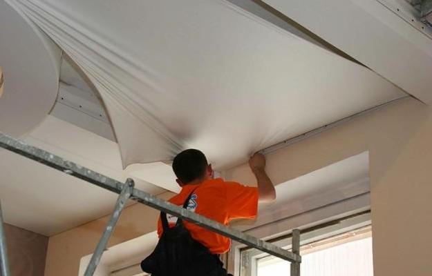 Как устанавливать натяжные потолки