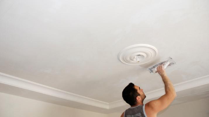 Какой потолок лучше выбрать