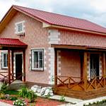 Кирпичный загородный дом