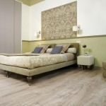 Натуральный оттенок ламината в спальне