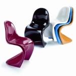Необычная форма пластиковых стульев