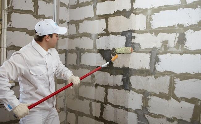 Нужно ли грунтовать поверхность стен для облицовки