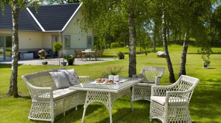 Плетеная садовая мебель из натурального ротанга и её преимущества