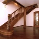 Шикарная лестница для дома из дерева