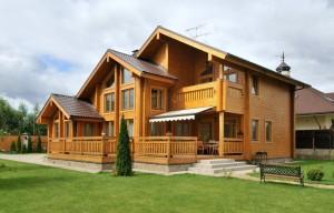 Трехэтажный дом из обработанного бруса