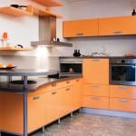 Угловая кухня в оранжевом цвете